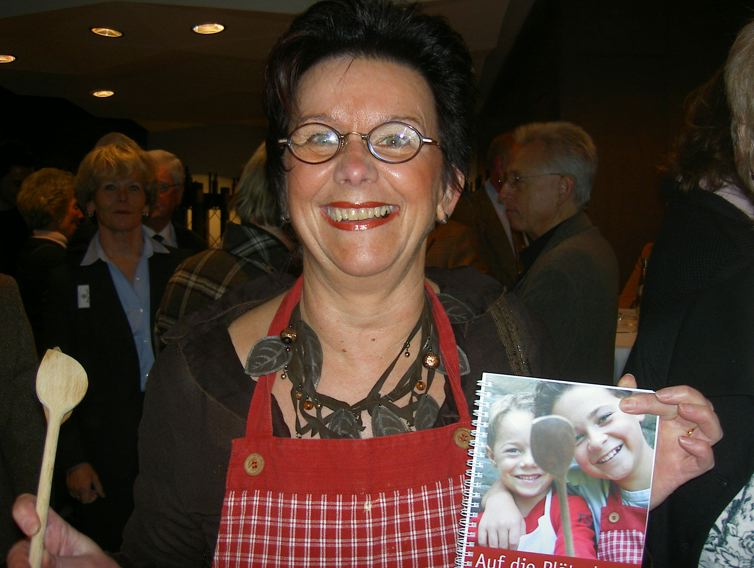 Schmitt Helga mit Backbuch